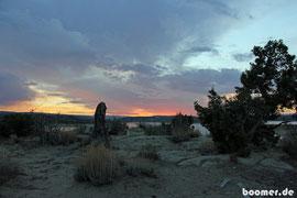 Sonnenuntergang vor einer stürmischen Nacht