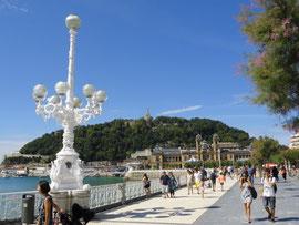 San Sebastián - Promenade mit Rathaus