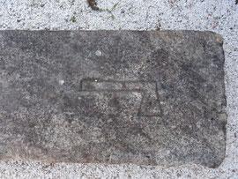 Noia - Grabstein mit Zunftzeichen bei der Kirche Santa Maria