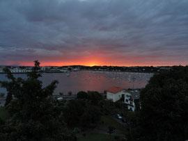Sonnenaufgang in Honarribia in Richtung Hendaye