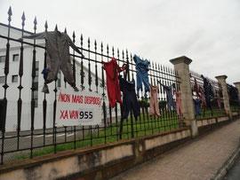 Ferrol - nicht mehr gebrauchte Überkleider entlassener Werftarbeiter