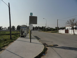 Meadero de la Reina - Bushaltestelle und Zusammentreffen mit der Via Augusta