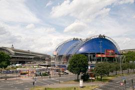 Musical-Dome und Hauptbahnhof in Köln, 2011