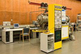 Die primäre Atomuhr CS2 in der Physikalisch-Technischen Bundesanstalt, Braunschweig, 2011