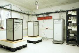 Je 3 Wasserstoff-Atomuhren und Cäsium-Atomuhren, in der Physikalisch-Technischen Bundesanstalt, Braunschweig, 2011