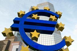 Eurozeichen vor der Europäischen Zentralbank, Frankfurt a. M., 2011