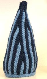 """Zwergenhaube nach der Vidoeanleitung von Monk Wolle & Beanies, aus je 1 Kn. blau und hellblau """"Merino 50"""" von der Wollgarnspinnerei Ferner"""
