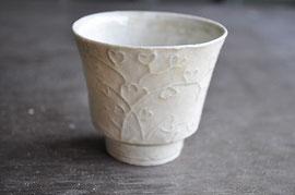 灰白瓷陽刻文小碗