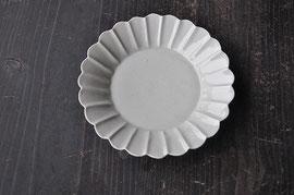 白瓷菊割五寸皿