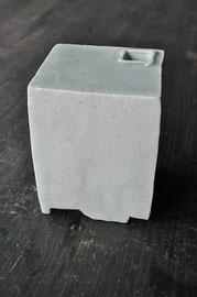 白瓷灰被四角花器