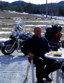 Reisebild mit Rast in den französischen Bergen