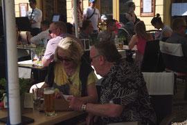Rencontrés au tertre de Kosciuszko, retrouvés à une terrasse du Rynek