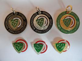 Ausbildungskennzeichen Bronze IPO1, Silber IPO2, Gold BGH3, Leistungsplaketten Bronze, Silber, Gold