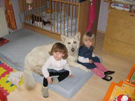 Dinja mit ihren Mädchen  Magdalena und Lea
