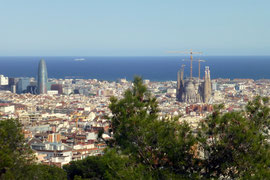 Blick auf Barcelona. (rechts Sagrada Família, links Torre Agbar)