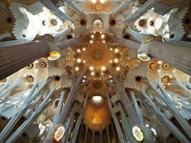 Deckengewölbe der Sagrada Família (von Antoni Gaudí), Barcelona