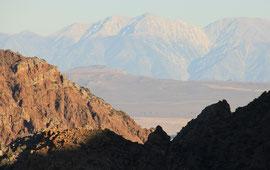 HINUNTER IN DIE SIERRA NEVADA