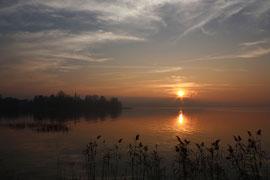 Tramonto con nebbia che avanza dalla pianura (Lago di Pusiano)