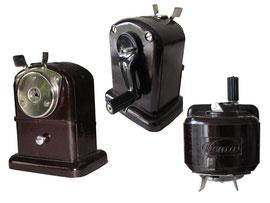 """Spitzmaschine """"Hema Nr. 2"""", (Hersteller: H. Heinrich, Markkleeberg, DDR) - Länge 10 cm, Breite 7 cm, Höhe 12 cm"""