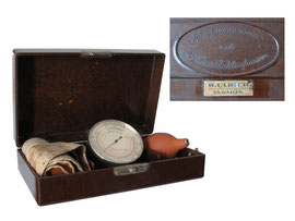 Recklinghausen Tonometer (Sphygmomanometer), 1915-1925 - Länge 25 cm, Breite 15.5 cm, Höhe 7 cm