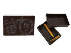 The Laurel Ladies Boudoir Safety Razor, Herst. George H. Lawrence Ltd. Sheffield, England - Länge 4.3 cm, Breite 2.8 cm, Höhe 1.5 cm