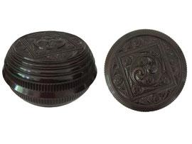 Dose mit Schraubverschluss auf 3 kleinen Füsschen - Durchmesser ca. 10.5 cm, Höhe ca. 6 cm
