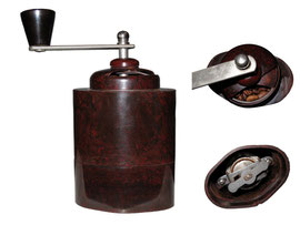 Kaffeemühle, ohne Markung, Grossbritannien, 1930 - Breite 9.5 cm, Tiefe 6.5 cm, Höhe (ohne Kurbel) 13.5 cm