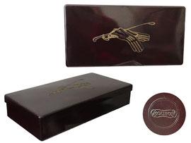 Art Deco Dose, ca. 1920er - 1930er Jahre, Hersteller: Firma Mouson (Seifen, Cremes & Parfum), reliefiertes Paar Handschule und Reitgerte, diente als Geschenkbox gefüllt mit Seifen - Länge 24 cm, Breite 12.5 cm, Höhe 4.5 cm