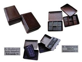 Kleine Stempelkissen mit Firmenstempel - Länge 4.5 cm, Breite 3 cm, Höhe 1.5, resp. 2 cm