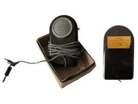RFT (Rundfunk- und Fernmelde-Technik) Radio-Mikrofon Heimreporter; Hersteller des Gerätes: VEB Fernmeldewerk Nordhausen, 1955; Design: Werksentwurf (auf Basis eines ARTAS-Taschenlampen-Gehäuses)
