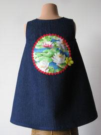 Achter: Waterlelies, so cute katoenen jurkje. Artikelcode 104-012.