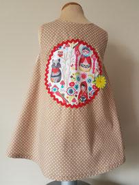 Achter: Roodkapje, so cute katoenen jurkje. Artikelcode 86-077.