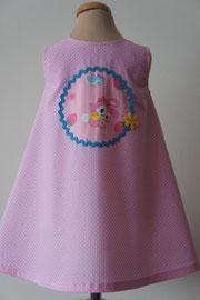 Achter: So cute katoenen jurkje met print van oa konijnen en beertjes. Artikelcode 92-045.