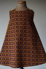 Voor: So cute jurkje met kleine bloemetjes van fijn ribstof. Artikelcode 92-060. Prijs: 32,95 excl. verzendkosten.