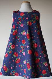 Voor: So cute jurkje met rode roosjes van fijn ribstof. Artikelcode 98-018. Prijs 34,95 excl. verzendkosten.