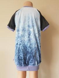 Achter: Zwaan, sweaterdress van tricot. Artikelcode 104-021.