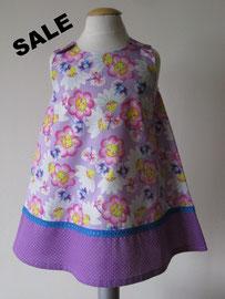 Voor: So cute katoenen jurkje met bloemenprint. Artikelcode 92-026. Prijs: 19,95 excl. verzendkosten.