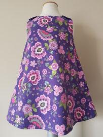 Voor: So cute jurkje met bloemen (paars) van fijn ribstof. Artikelcode 92-070. Prijs: 32,95 excl. verzendkosten.