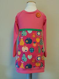 Voor: Retro appels, jurkje van tricot. Artikelcode 98/104-046. Prijs: 32,95 excl. verzendkosten.