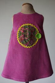Achter: So cute jurkje met bloemenprint (groen) van fijn ribstof. Artikelcode 86-072.