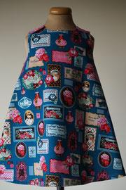 Voor: So cute jurkje met retro afbeeldingen van fijn ribstof. Artikelcode 92-061. Prijs: 32,95 excl. verzendkosten.