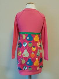 Achter: Retro appels, jurkje van tricot. Artikelcode 98/104-046.