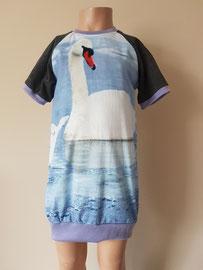 Voor: Zwaan, sweaterdress van tricot. Artikelcode 104-021. Prijs: 34,95 excl. verzendkosten.