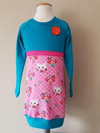 Voor: Poezenkop blauw, jurkje van tricot. Artikelcode 98/104-048. Prijs: 32,95 excl. verzendkosten.