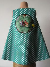 Achter: Giddy Up! so cute katoenen jurkje. Artikelcode 104-013.