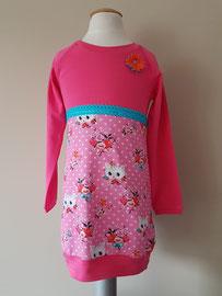Voor: Poezenkop roze, jurkje van tricot. Artikelcode 98/104-050. Prijs: 32,95 excl. verzendkosten.