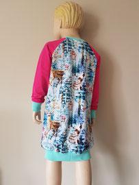 Achter: Wintertime, sweaterdress van tricot. Artikelcode 116-019.
