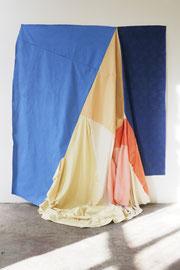 Wandkleid, Acryl paint on cotton, various textiles, 260 x 225 x 110 cm, 2019