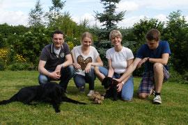 Ayla mit Familie Hennes