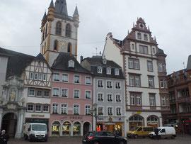 Hauptmarkt mit Blick auf Marktkirche St. Gangolf